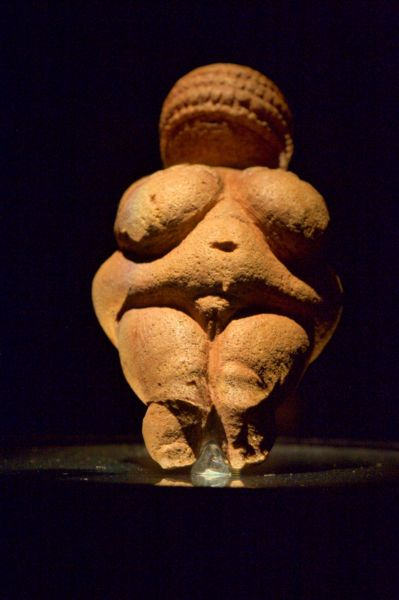 399px-Venus_of_Willendorf_03